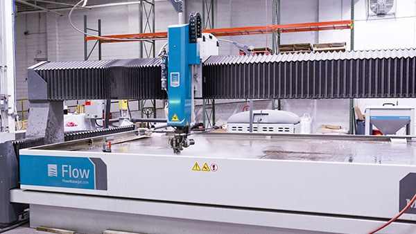 Flow Mach 500 Waterjet machine in the Xometry Supplies facility